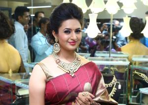 Divyanka Tripathi – Popular Hindi Serial Actress Photos, Biography and latest news